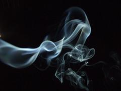 Kuinka paljon energiaa höryttää ihmisen atomeiksi?