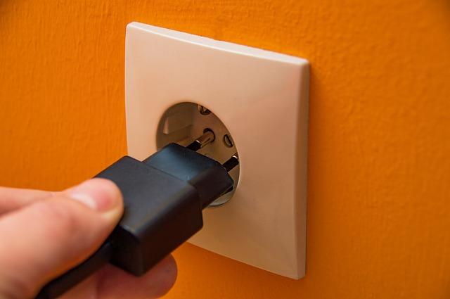 Entä jos sähkö loppuu? Keneltä se loppuu?